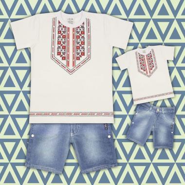 комплект дънкови бермуди и тениска с фолклорни мотиви в екрю