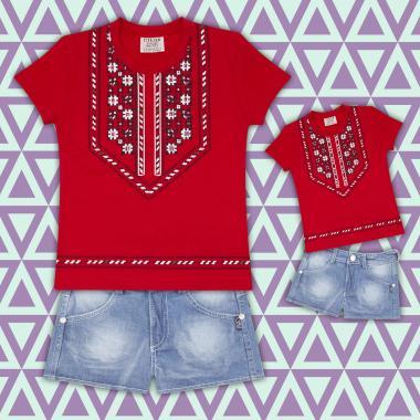комплект дънкови бермуди и блуза с фолклорни мотиви в  червено