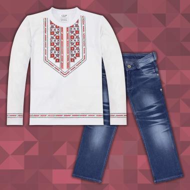 комплект дънки и блуза  с фолклорни мотиви в  бяло